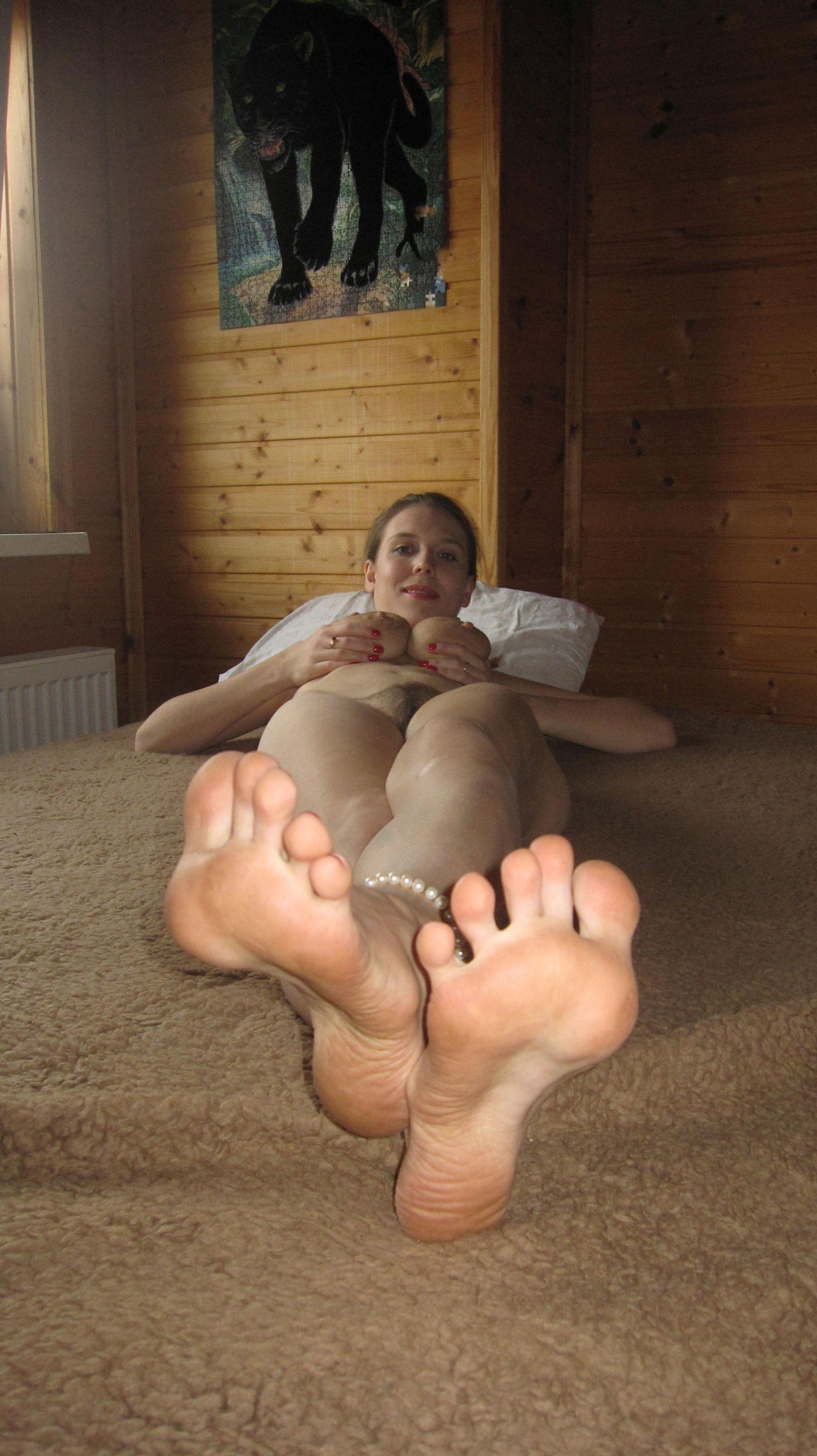nackte Frauenfüße